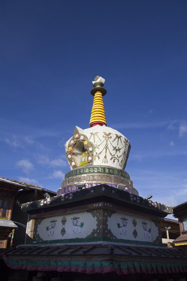 Tibetaanse stijlstupa in de oude stad van Shangrila, Yunnan China royalty-vrije stock foto