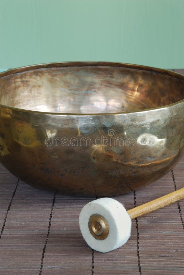 Free Tibetan Bowl With Mallet Royalty Free Stock Photography - 3822307