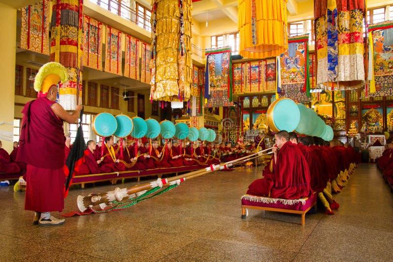 Tibetan buddistisk ceremoni, Gyuto kloster, Dharamshala, Indien royaltyfria bilder