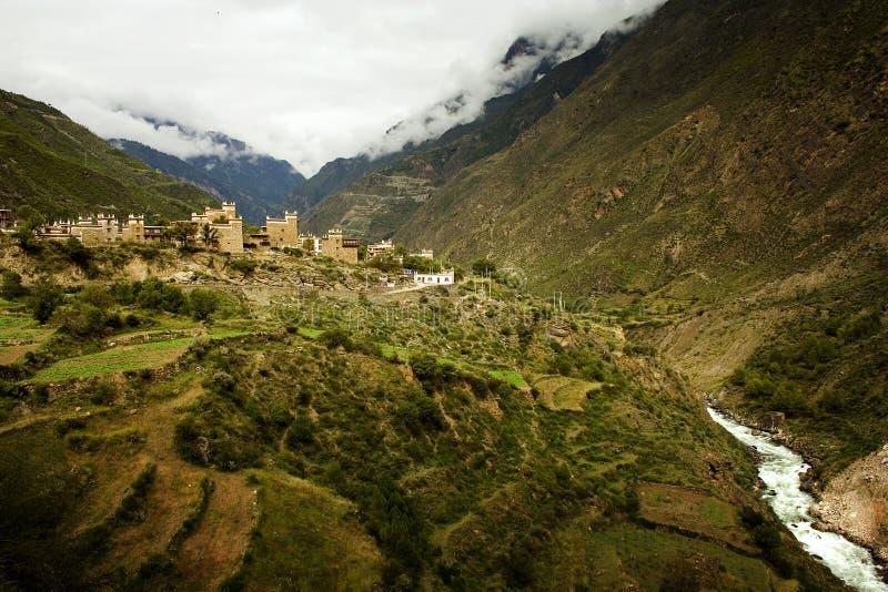Tibetan dorp in Sichuan stock afbeeldingen