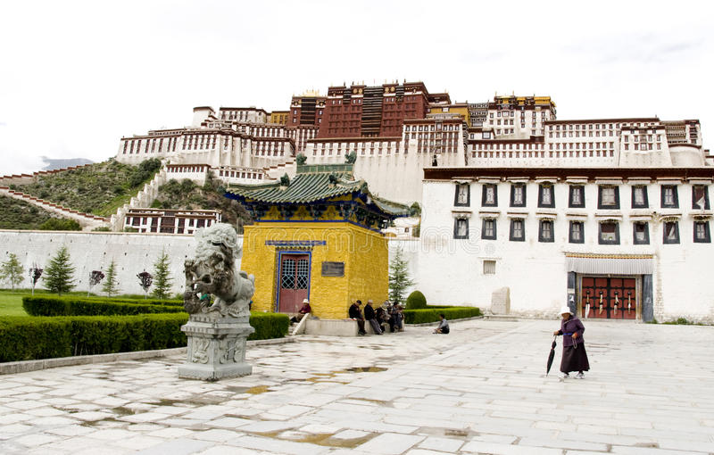 Download Tibetan In Front Of The Potala Palace Editorial Photo - Image of china, asian: 15811966