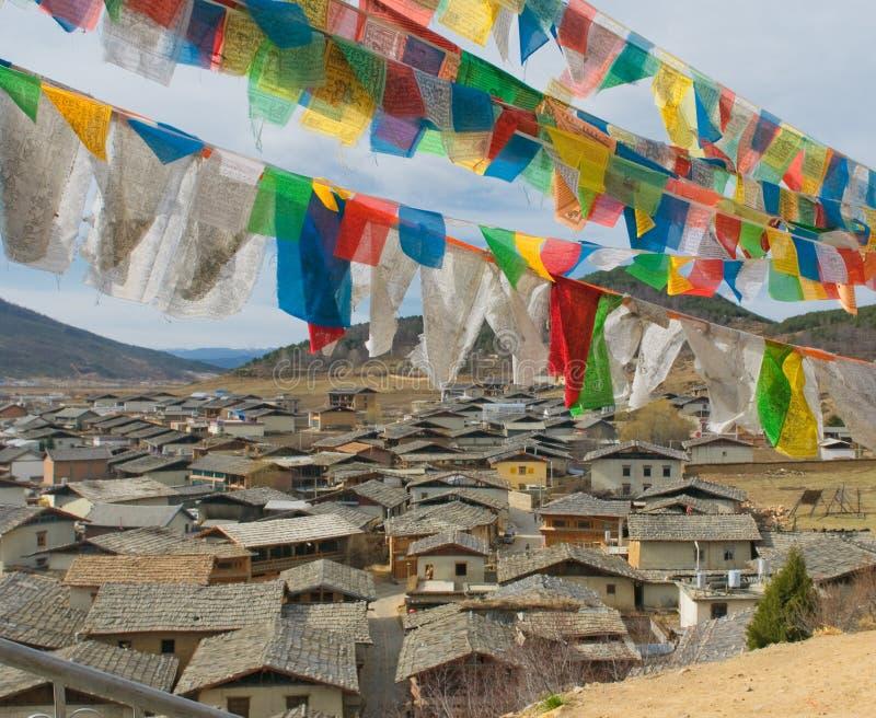 Tibetan gebedvlaggen over shangri-La, China stock foto's