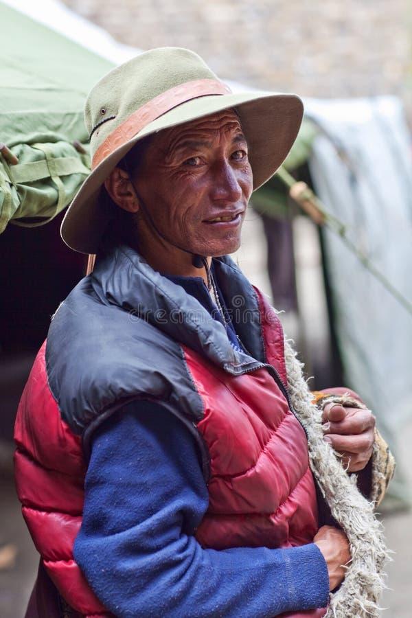 tibetan herdsman fotografering för bildbyråer