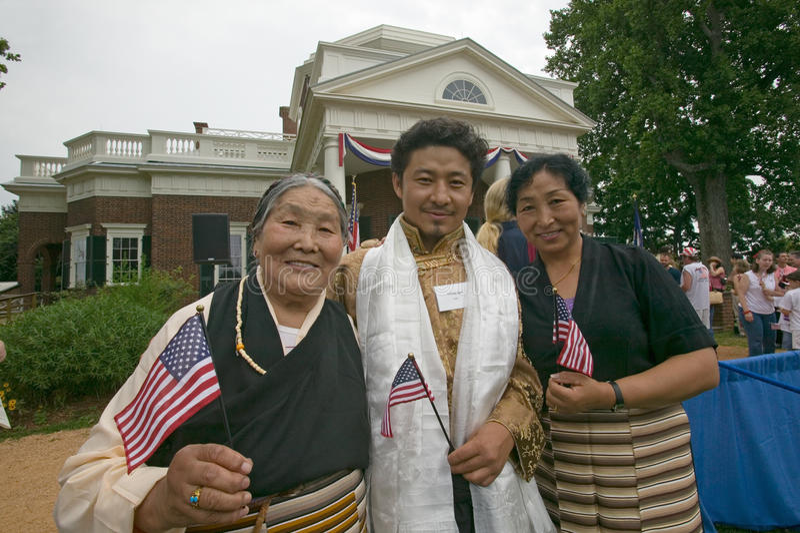 Tibetan invandrare och familj royaltyfria foton