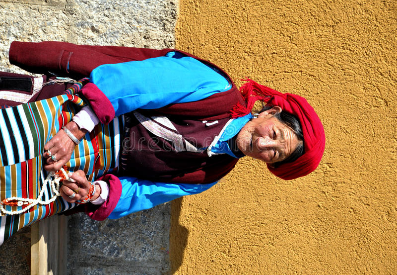 tibetan kvinna royaltyfria bilder