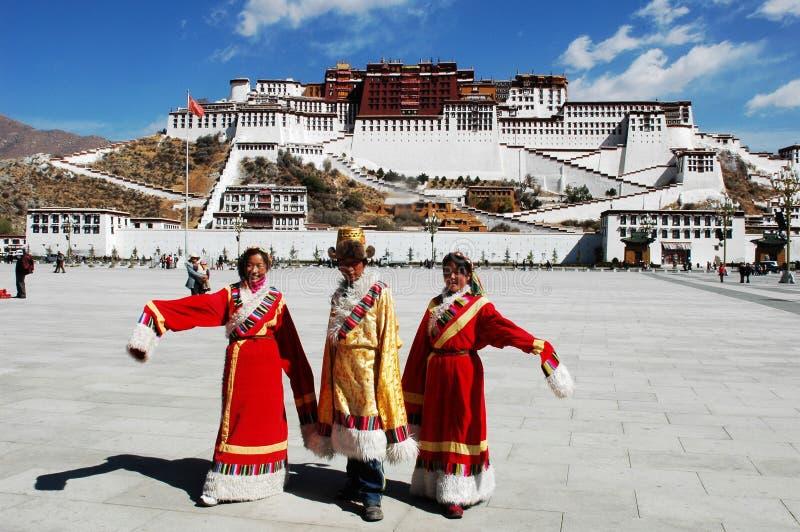 Tibetan mensen bij Paleis Potala royalty-vrije stock foto's