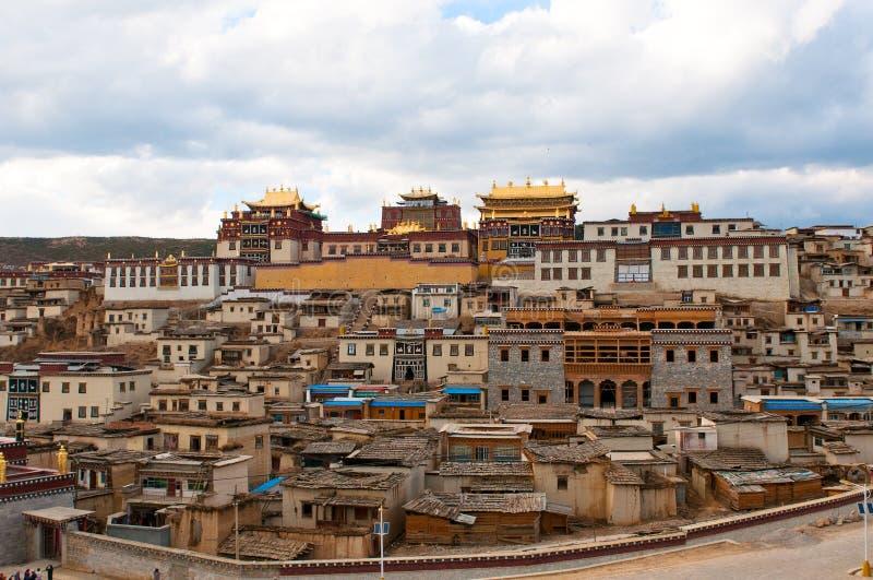 tibetan songzanlin för shangri för porslinlakloster arkivfoto