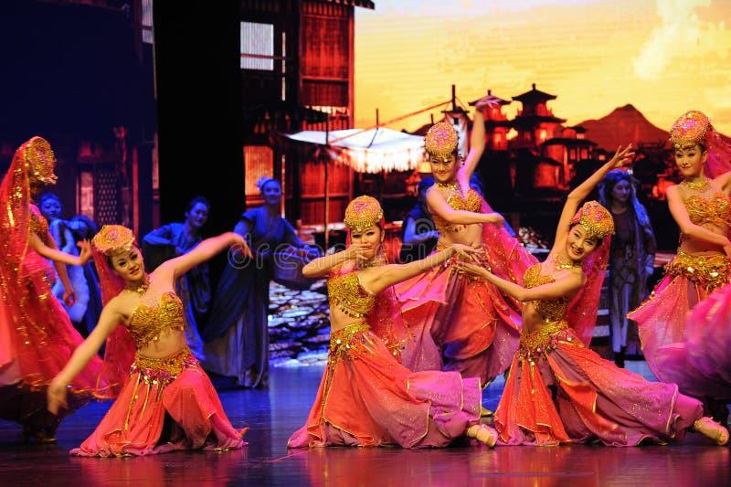 """Tibetan välkommen dans-stor  för skalascenarioshow†väglegend""""en arkivfoton"""