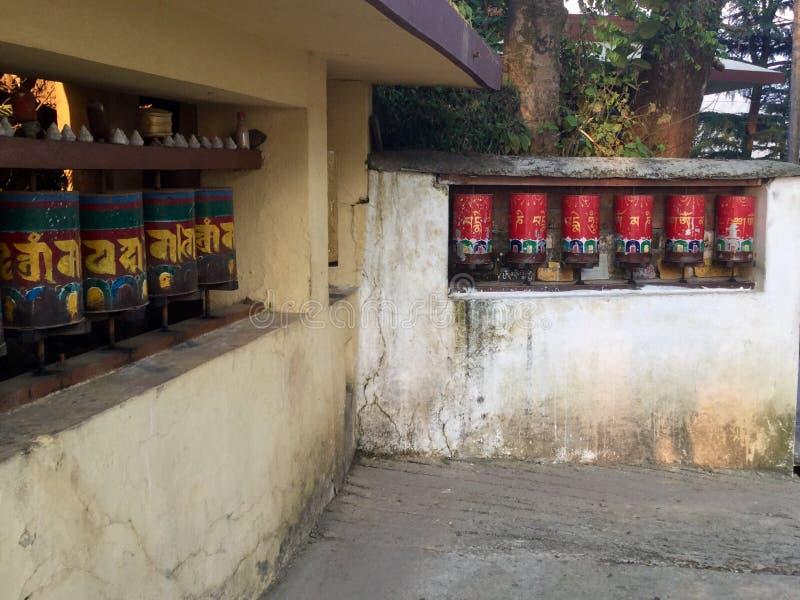 Tibetana bönhjul - Kora Walk, McLeodgange, Dharamsala, fotografering för bildbyråer