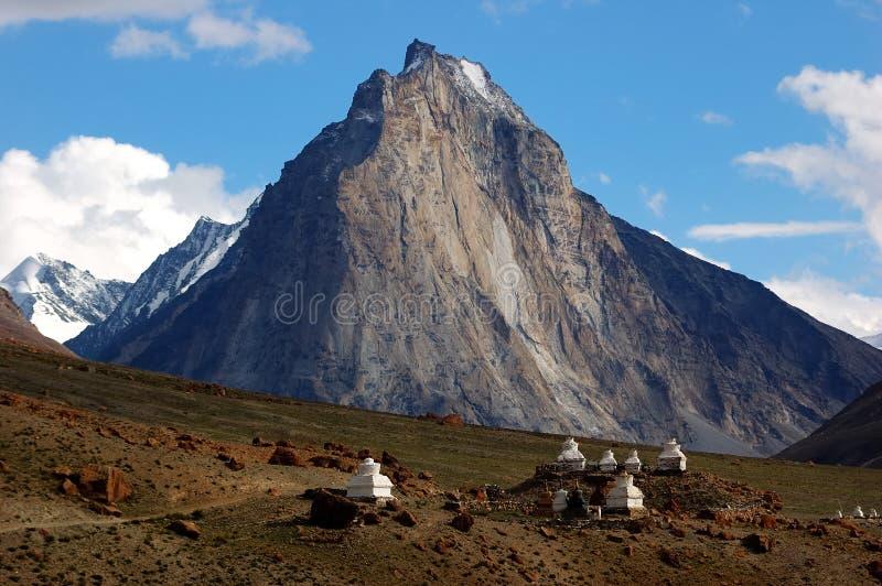 tibetana ladakhstupas royaltyfri foto