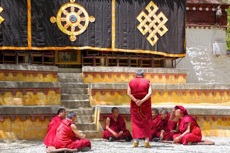 tibetana monks arkivbilder