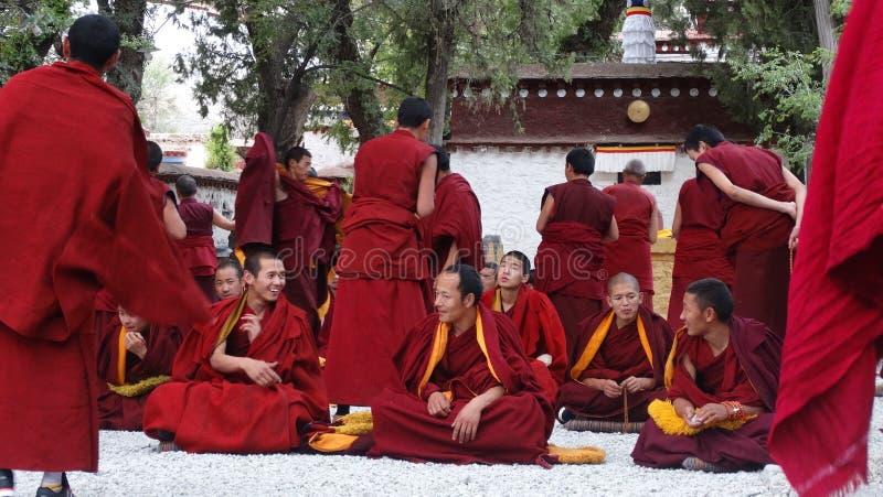 tibetana monks arkivbild