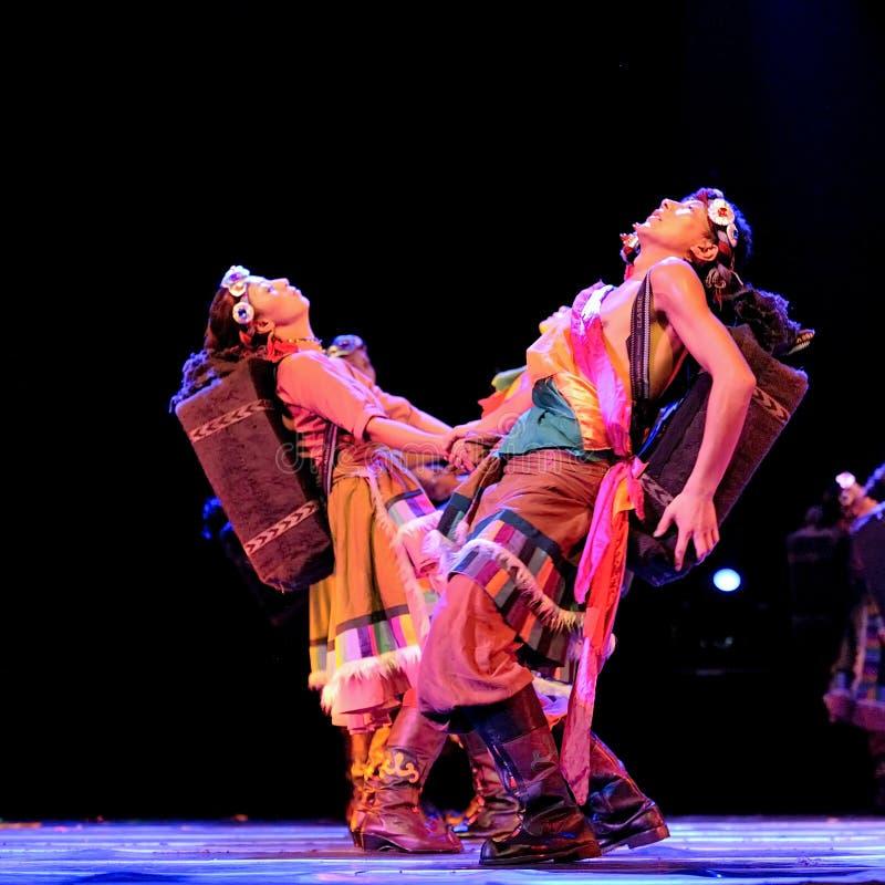 Tibetanische ethnische Tänzer lizenzfreies stockbild
