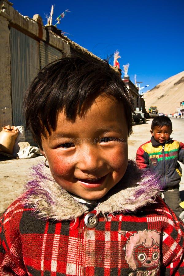 Tibetanische Kinder eines südlichen tibetanischen entferntdorfs lizenzfreies stockbild