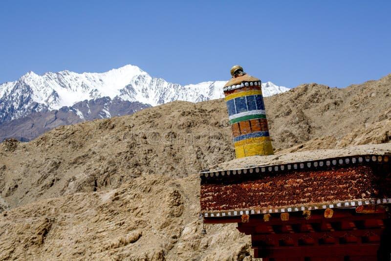 Tibetanischer Gebetslandschaft Himalaja-Streckenhintergrund, Leh-Ladakh, J stockfotografie