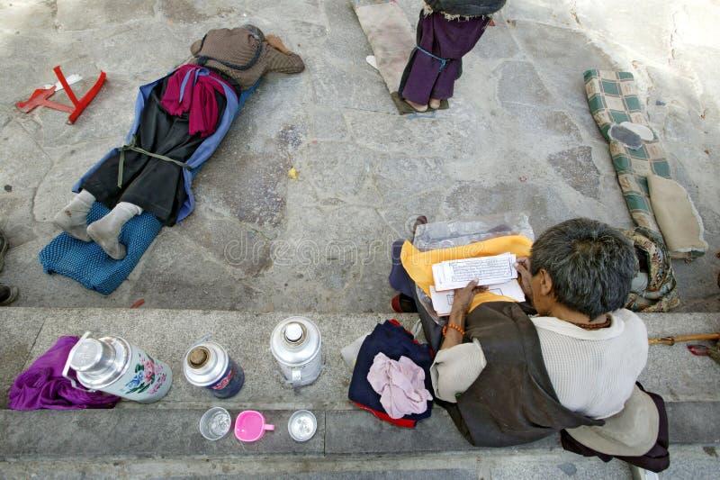 Tibetanischer Pilgerer in Lhasa lizenzfreie stockbilder