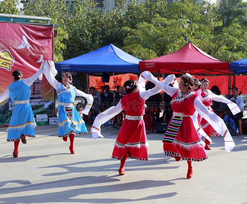 Tibetanischer Tanz des Frauentanzes stockfotografie
