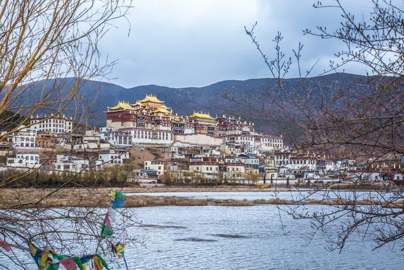 Tibetanisches buddhistisches Kloster Songzanlin in Zhongdian lizenzfreies stockfoto
