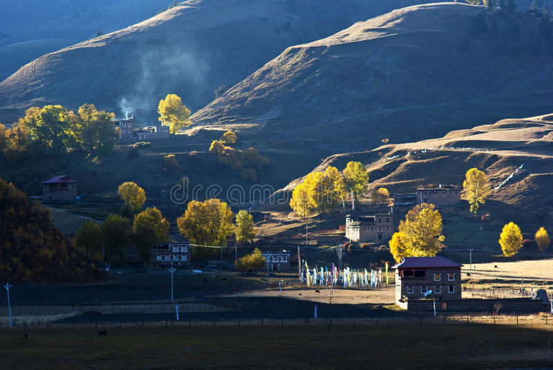 Tibetanisches Dorf lizenzfreie stockbilder