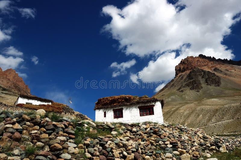 Tibetanisches Landhaus lizenzfreie stockbilder