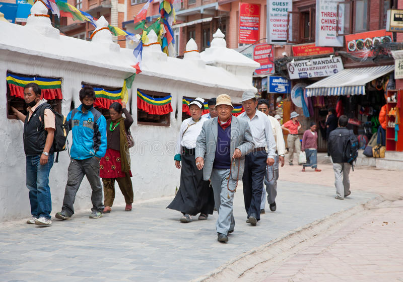 Tibetanos em Bouddhanath Stupa fotos de stock