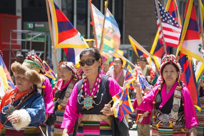 Tibetans vertegenwoordigden Tibet in de 20ste Internationale Culturenpa stock foto's