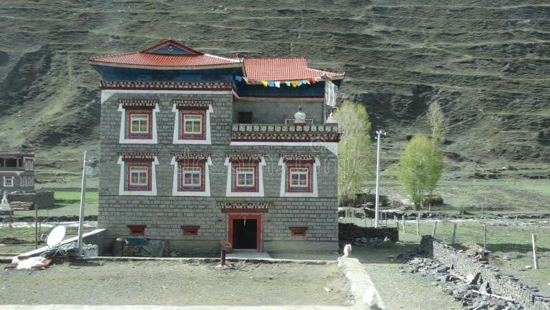 Tibetant stilhus i Xinduqiao, Sichuan royaltyfri bild