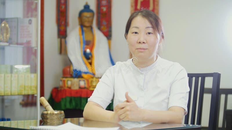 tibetian医生-亚裔妇女Portret  库存照片