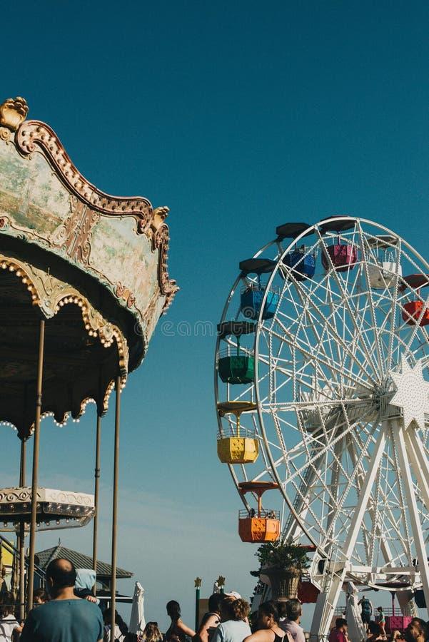 Tibidabo游乐园轮子巴塞罗那,减速火箭的颜色 免版税图库摄影