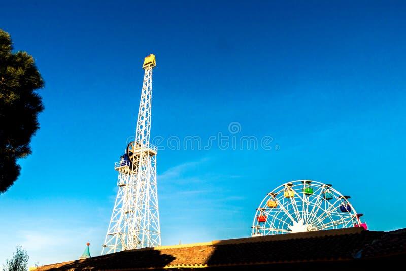 Tibidabo Ferris Wheel i Barcelona arkivbilder