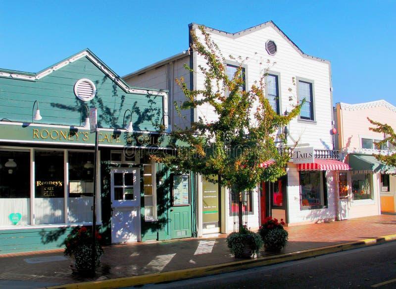 Tiburon村庄加利福尼亚大街  免版税库存照片