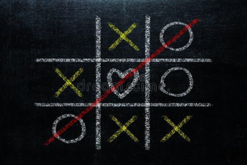 Tic abstrait Tac Toe Game Competition avec la forme de coeur dans le ce photos libres de droits