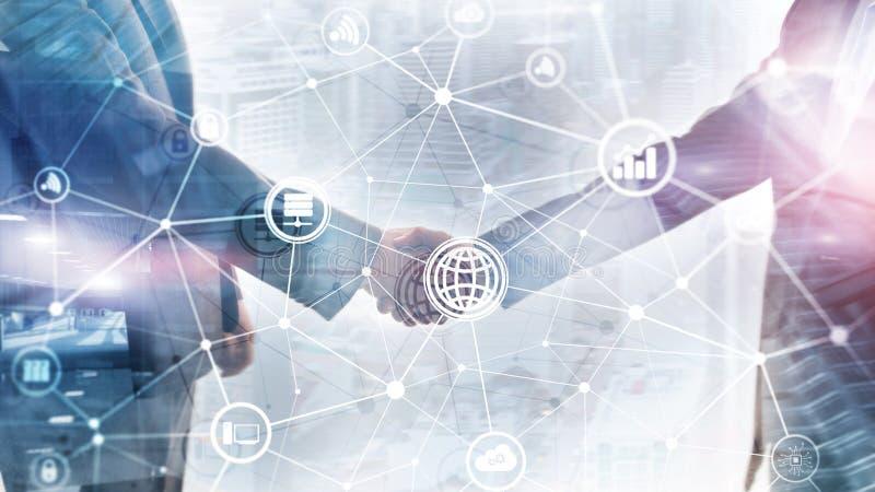 TIC - tecnologia de informa??o e de telecomunica??o e IOT - Internet de conceitos das coisas Diagramas com ícones na sala b do se fotografia de stock royalty free
