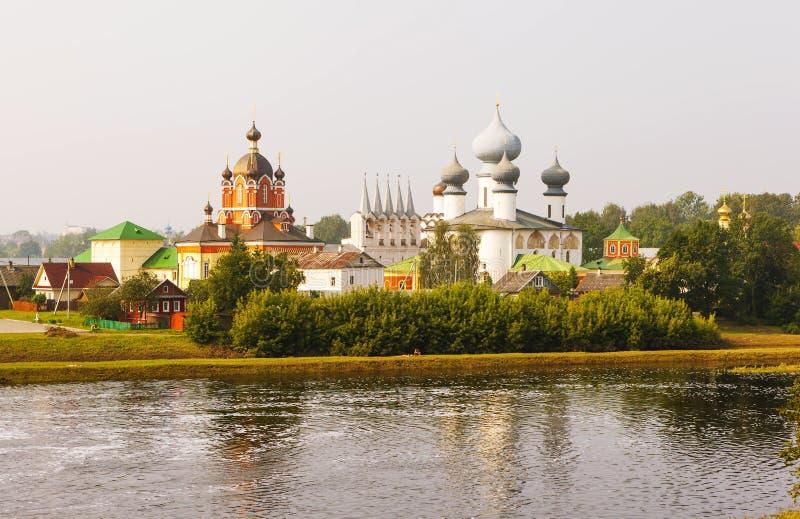 Tichvin Marian Tikhvin Assumption Monastery Vista dalle montagne di Fishevoy La Russia immagine stock libera da diritti