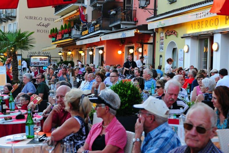 Ticino: Grote sfeer en volledige restaurants in Ascona Jazz Festival royalty-vrije stock afbeeldingen