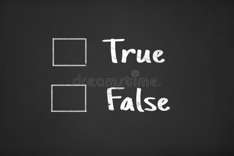 Tick Box com o falso verdadeiro na placa de giz ilustração stock