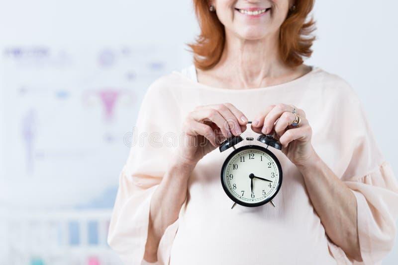 Ticken der biologischen Uhr lizenzfreie stockbilder