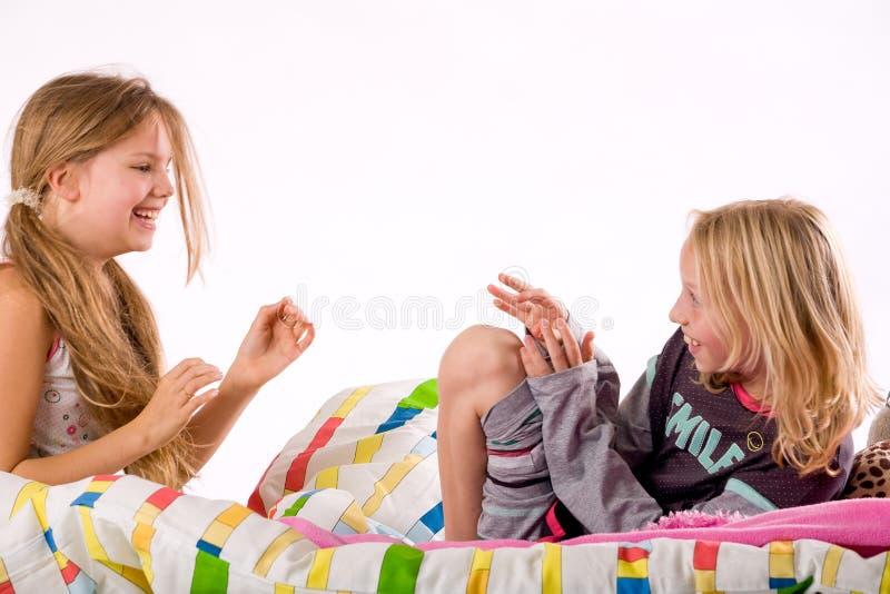 Kitzeln von Mädchen stockbild. Bild von zicklein, stimmung