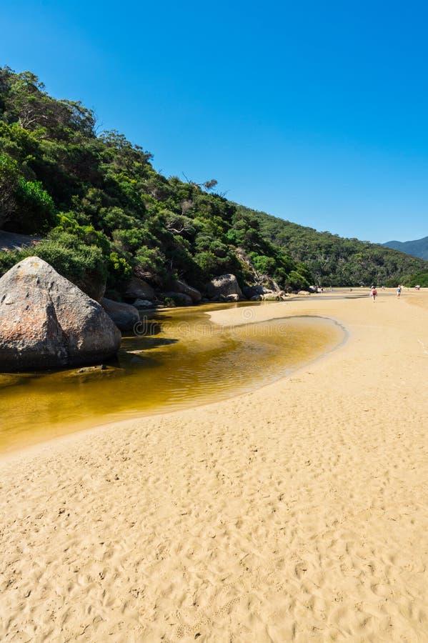 Tidal River no seção sul do parque nacional do promontório de Wilsons em Gippsland, Austrália fotografia de stock