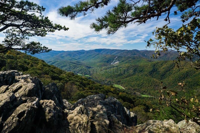 Tidig nedgångsikt av den blåa Ridge Mountains från Raven Roost Overllok fotografering för bildbyråer