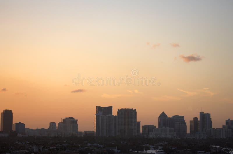 tidig sikt för aftonFort Lauderdale horisont royaltyfria bilder