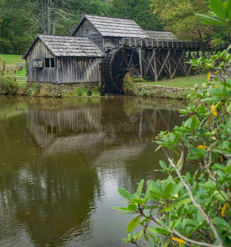 Tidiga Autumn View Mabry Mill, Floyd County, Virignia, USA arkivbild