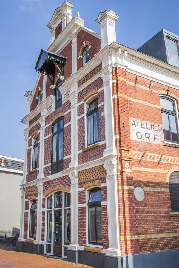 Tidigare fabriksbyggnad i mitten av Winschoten royaltyfria bilder
