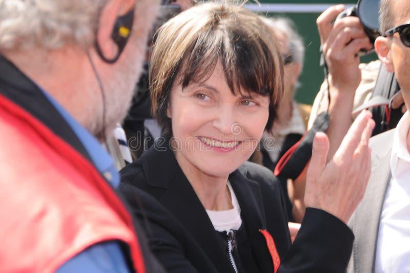 Tidigare federal kommunfullmäktig Micheline Calmy-Rey bland fackliga demoner arkivbild