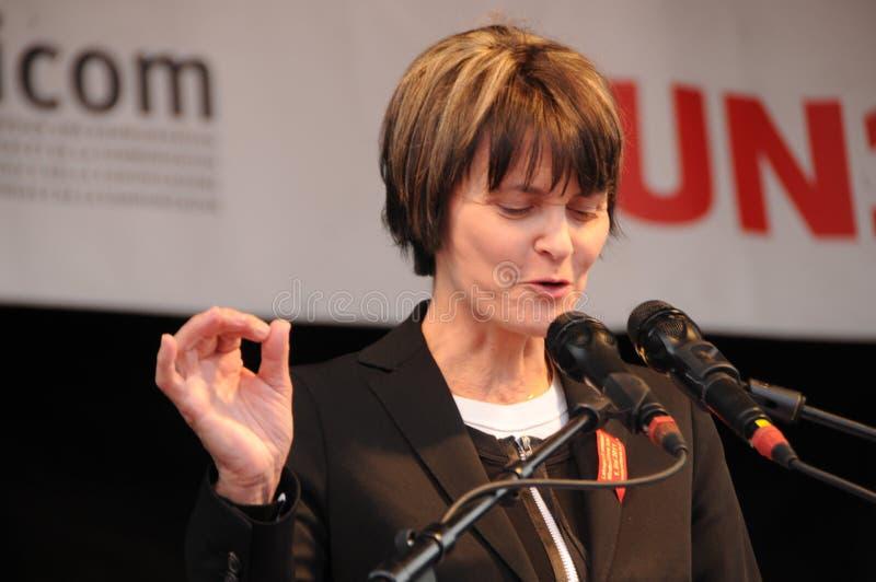 Tidigare federal kommunfullmäktig Micheline Calmy-Rey som framme talar royaltyfri fotografi