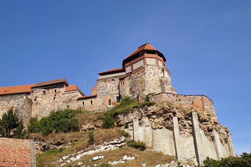 Tidigare huvudstad av Ungern Sikt av slottkullen i villagen royaltyfria bilder