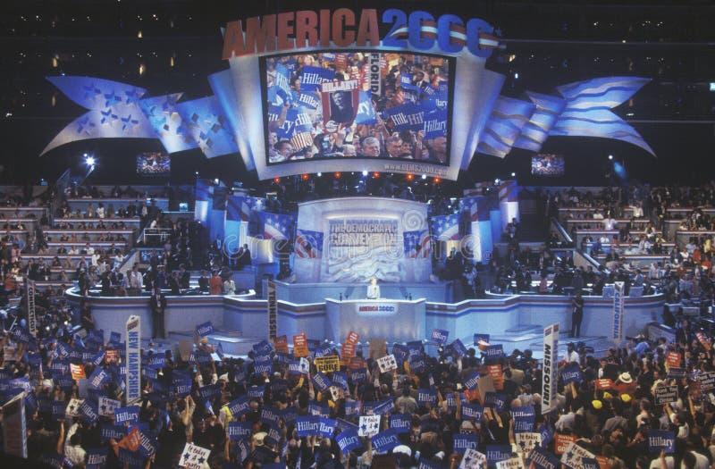Tidigare presidentsfru Hillary Rodham Clinton, kandidaten för den New York senaten, på den 2000 demokratiska regeln på den Staple royaltyfria bilder