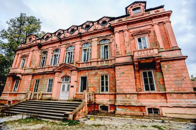 Tidigare rysk attraktiv byggnad för ambassad bestämt i Cetin royaltyfri bild