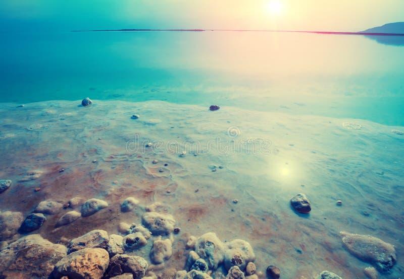 Tidigt p? morgonen p? stranden d?tt hav israel royaltyfria foton
