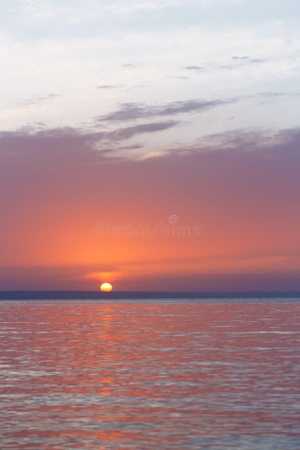 Tidigt soluppgångmorgonlandskap royaltyfri fotografi